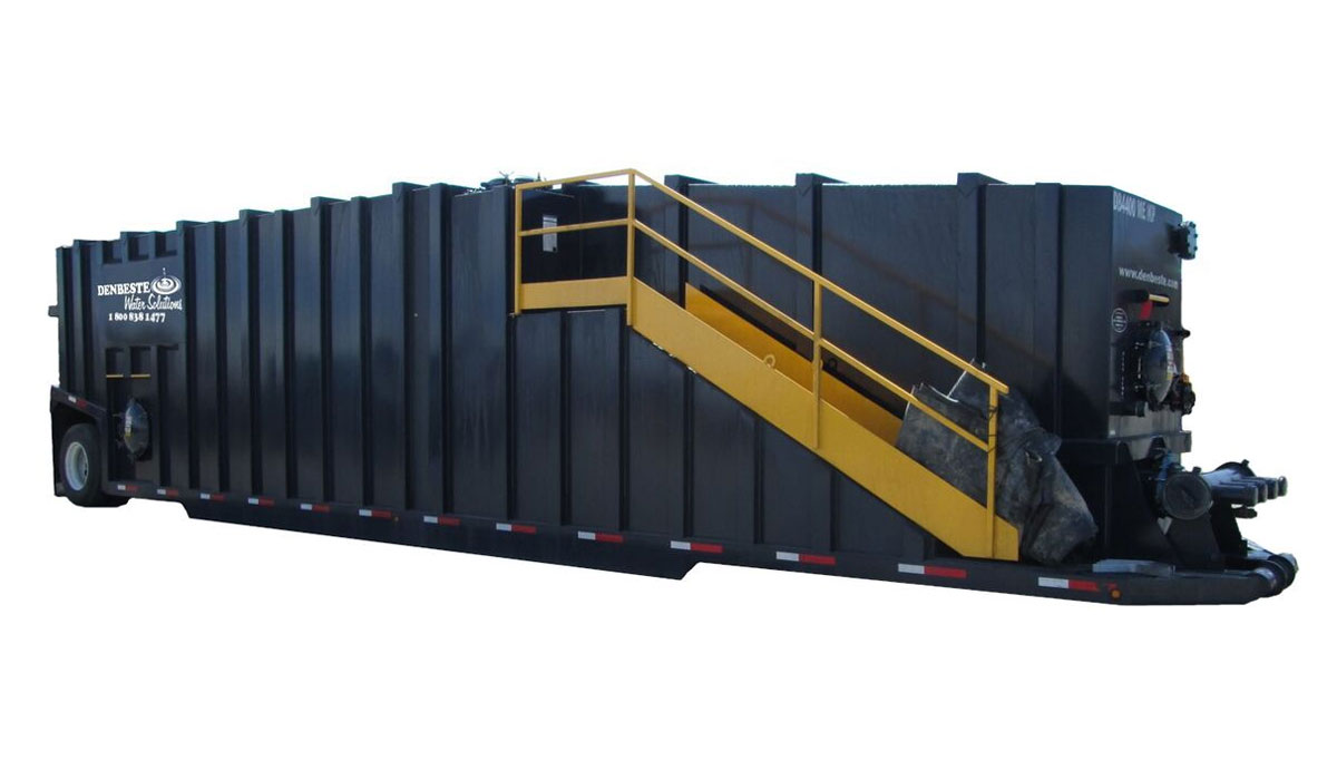 Portable liquid storage tank with 21,000 gallon capacity.